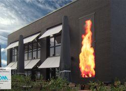 קיר LED משולב בחזית הבית