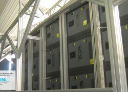 Очень сложная опорная конструкция для светодиодных шкафов